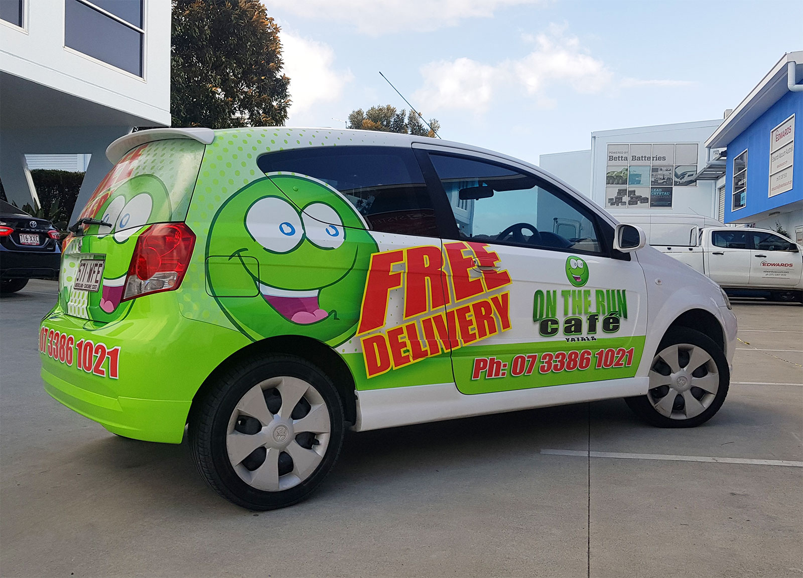 mobile-food-delivery-yatala-qld-on-the-run-cafe-car-1